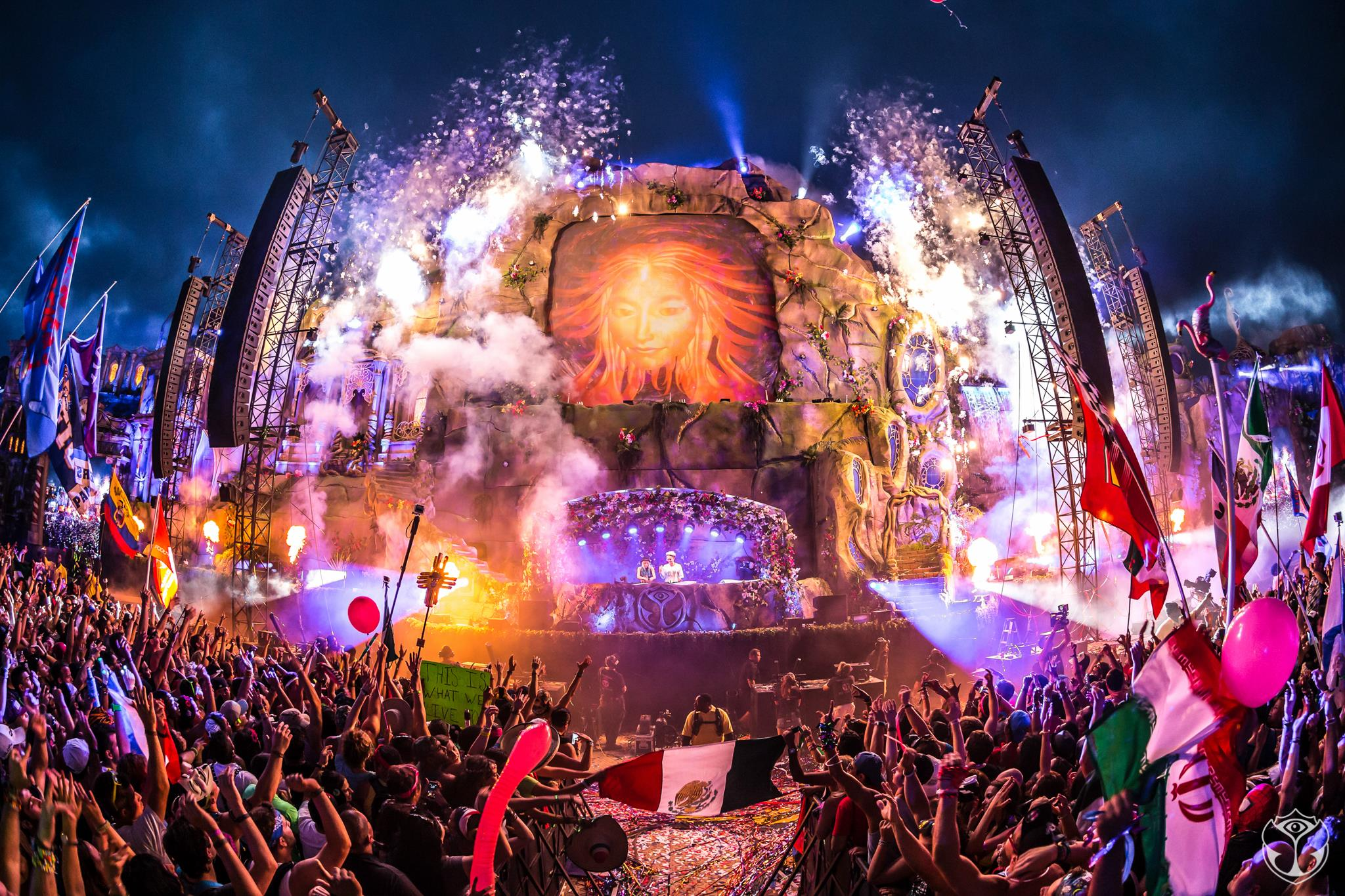 TomorrowWorld-Restricts-Day-3-Attendees-Due-to-Torrential-Downpours