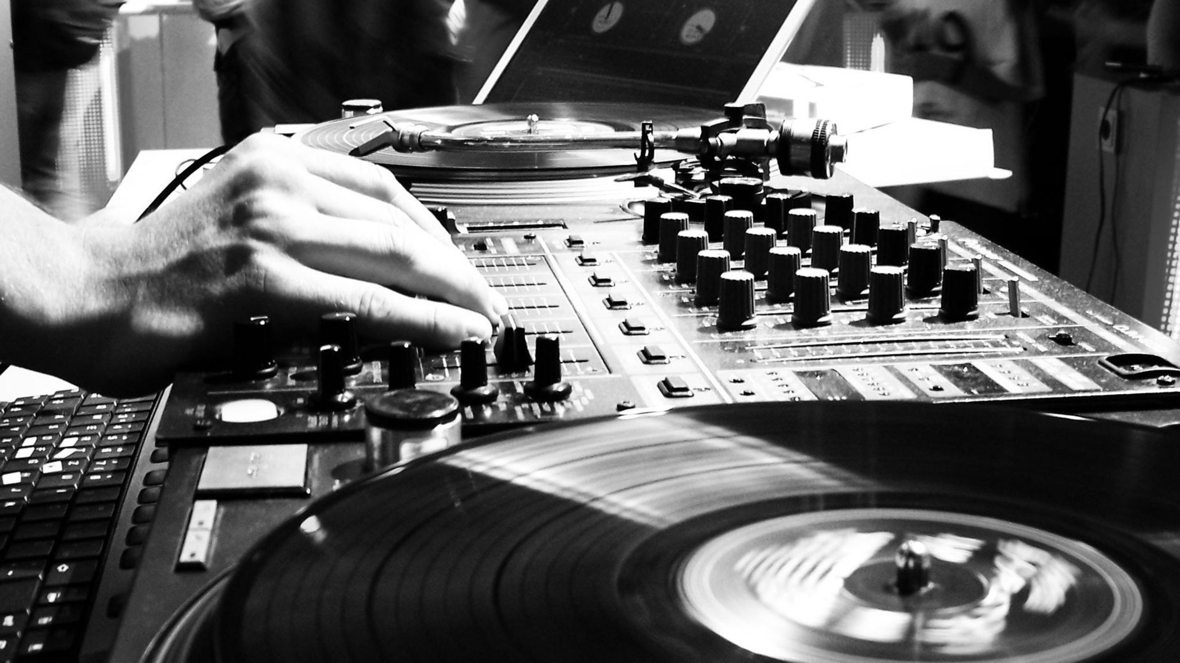 Free-Download-DJ-Wallpapers-HD
