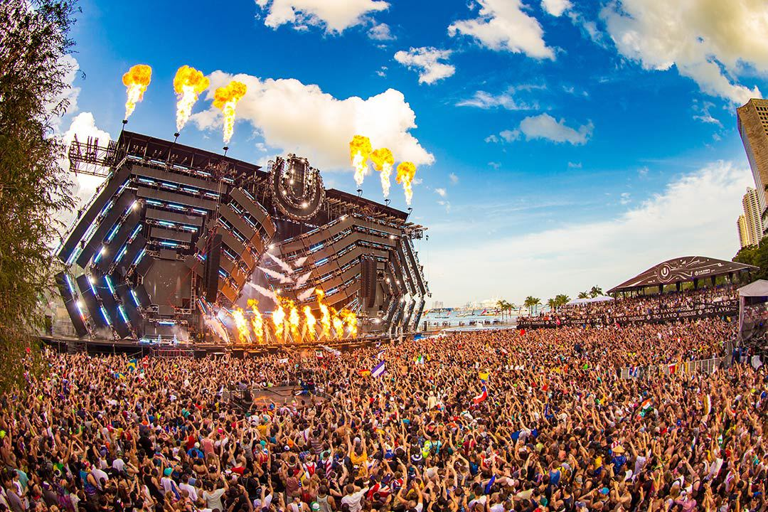 Ultra-music-Festival-2016-Miami-crowd-stage-fire-party-girls