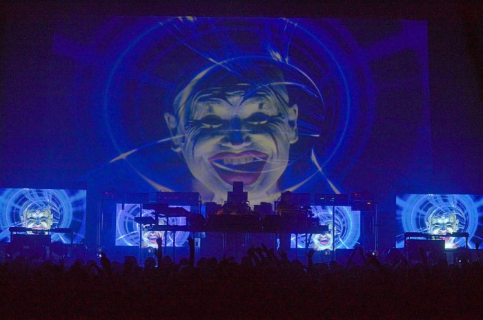 chemical-brothers-live-visuals-show-hollywood-bowl-dance-1-1024x680