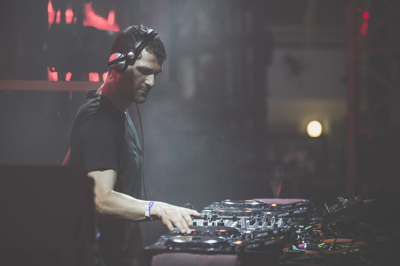 Andrea Oliva mixing