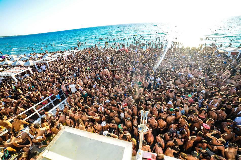 Risultati immagini per party spiaggia