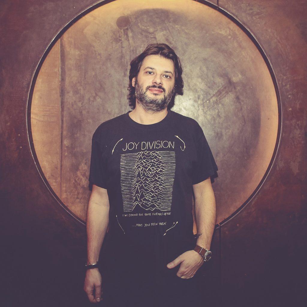 DJ Fede è uno dei nomi storici della scena hip hop italiana. Uno di quelli  per cui conoscenza dei pezzi 0563b841dbe3